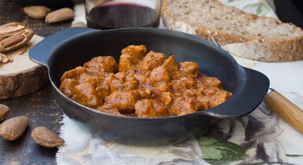 Comer en Cabo de Gata Carne al Ajillo