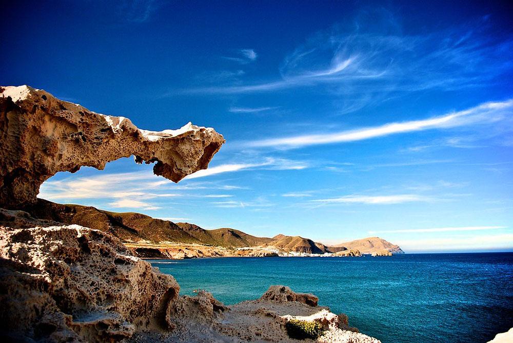 Elementos volcánicos y formaciones rocosas en cabo de Gata - Los Escullos