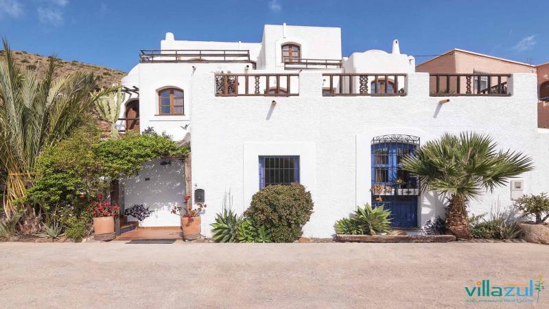 La primavera en Cabo de Gata llega a nuestros alojamientos | Fachada casita 'la gitanilla'