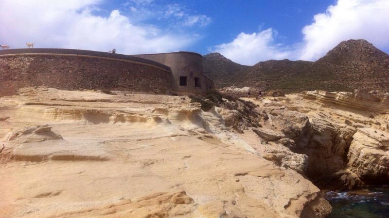 Castillo de San Ramón en el Playazo de Rodalquilar