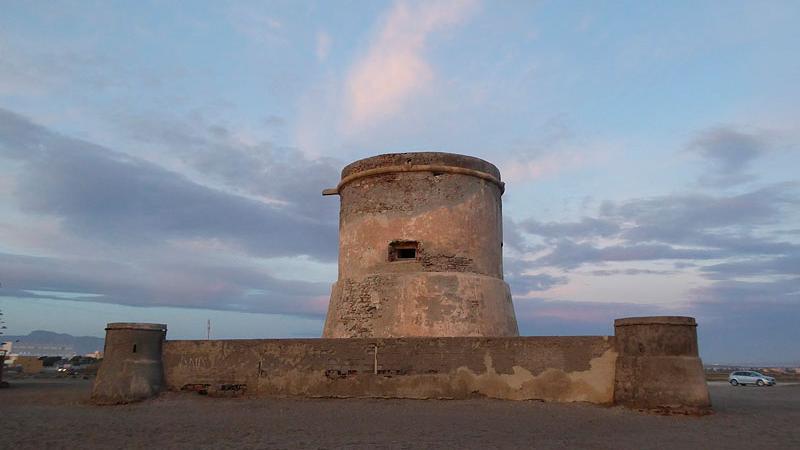 Torre de San Miguel - Estructura defensiva en Cabo de Gata